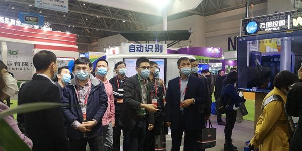 辽宁省绿色农业技术中心宋国柱主任、孟威副主任、张万民科长莅临托普云农展位
